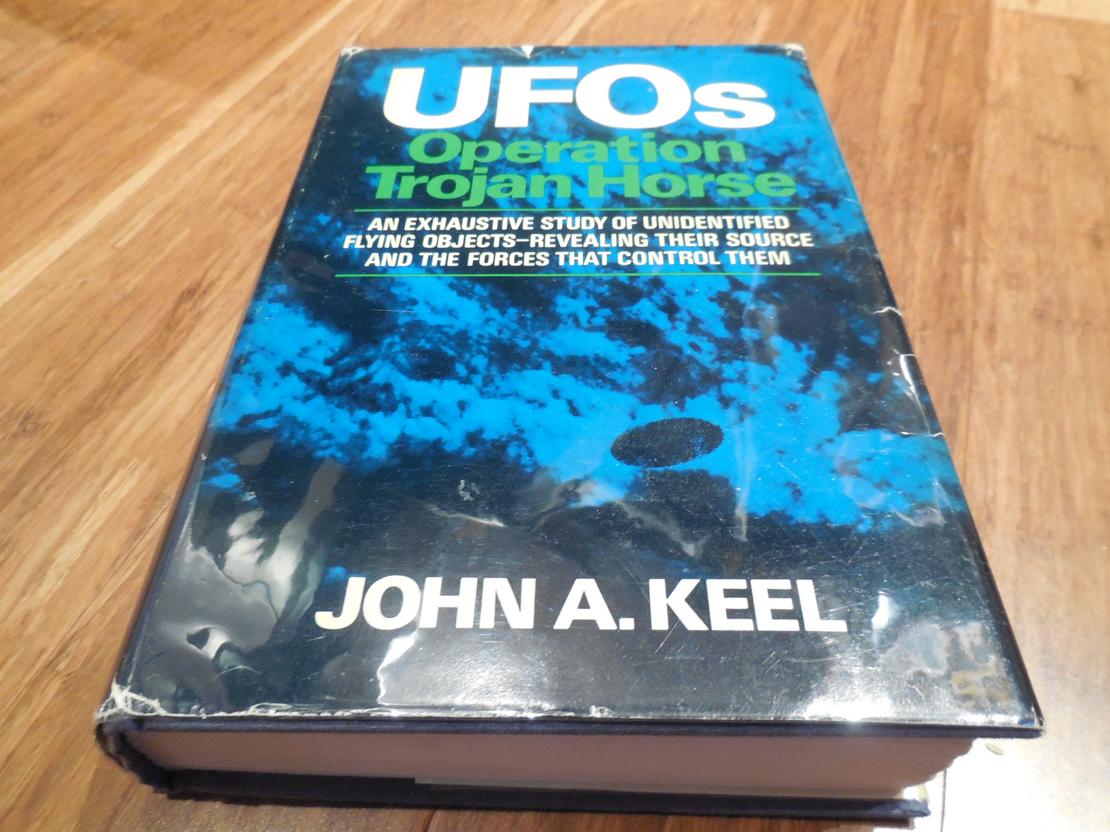 UFOS - Operation Trojan Horse : An Exhaustive Study of Unidentified Flying Objects - Revealing Their Source and the Forces That Control Them