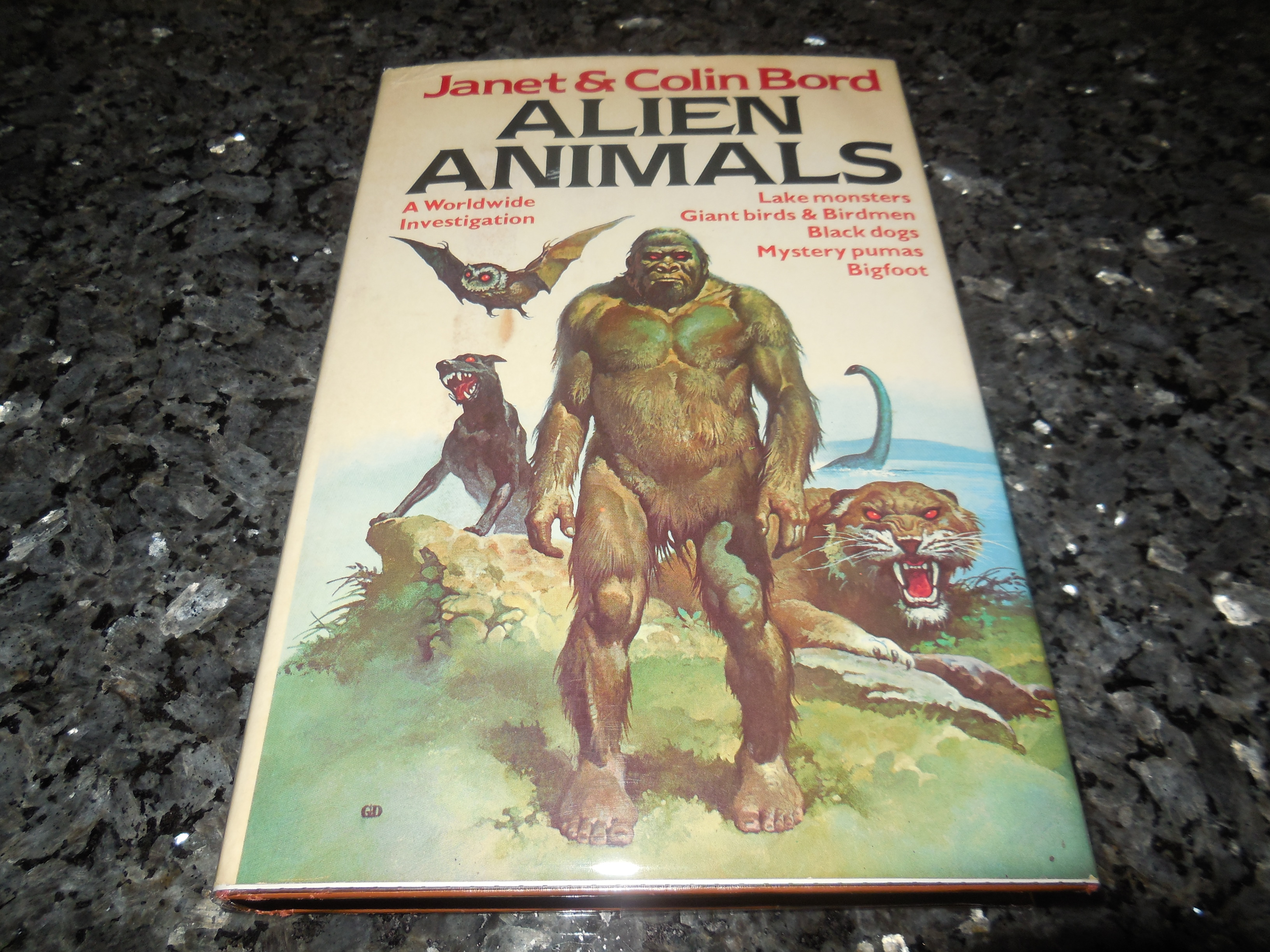 Image for Alien animals: A Worldwide Investigation - lake Monsters, Giant Birds & Birdmen, Black dogs, Mystery pumas, Bigfoot